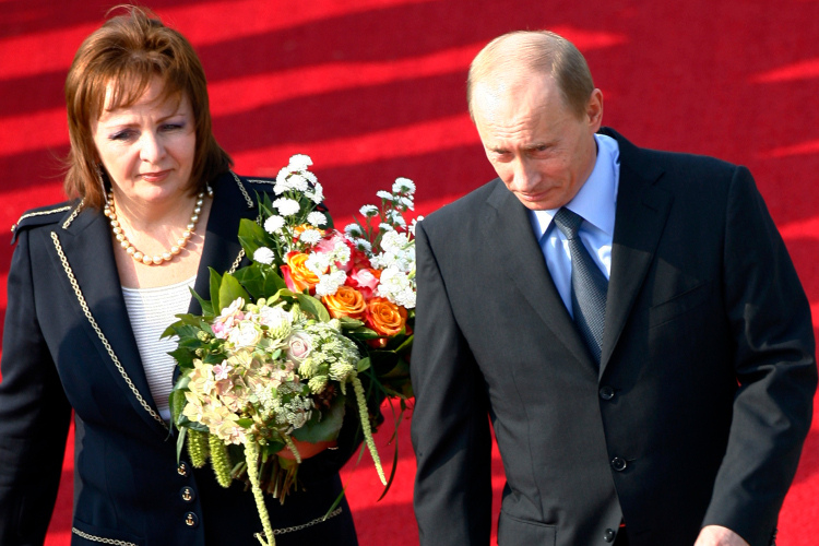 Russian President Vladimir Putin and his wife Lyudmila arrive at Rostock-Laage for the 2007 G8 summit. Credit: Reuters / Stephen Hird